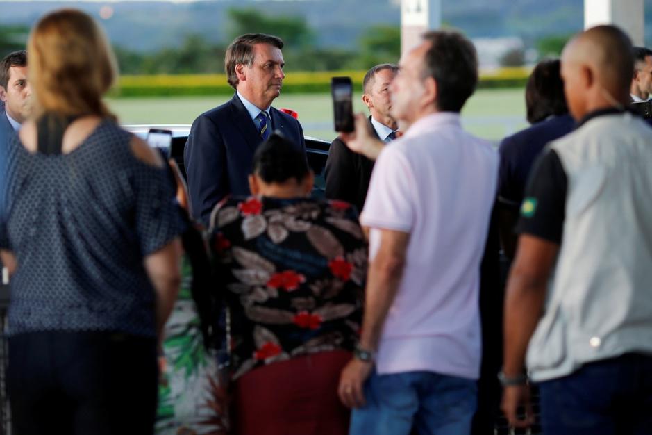 Braziliaanse president Bolsonaro geeft economie voorrang op mensenlevens: 'Uiterst berekende strategie'