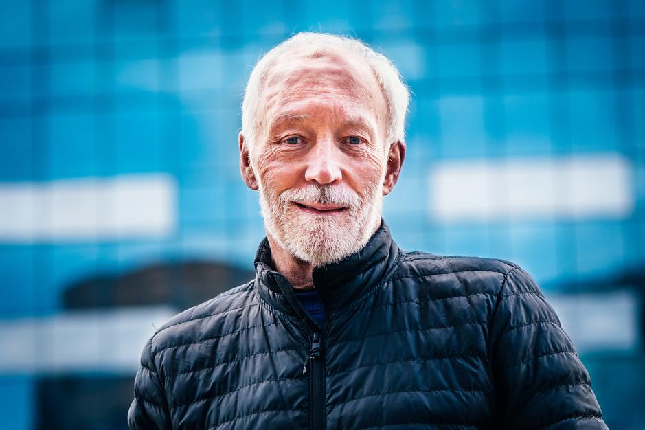 Toppsychiater Patrick McGorry: 'Zelfdoding is véél groter probleem dan coronavirus, maar wel oplosbaar'