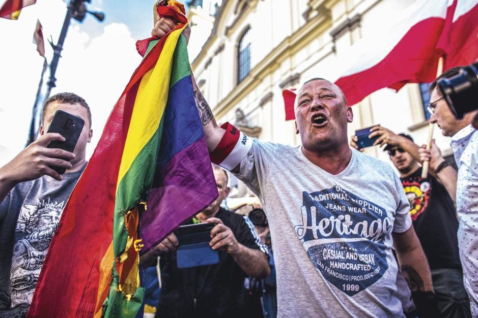 Polen polariseert: 'Waarom president Duda de lgbt-gemeenschap aanvalt? Omdat het wérkt'