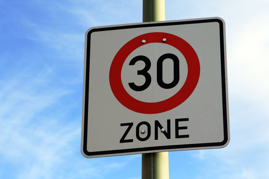 Factcheck: nee, 70 kilometer per uur is niet beter voor het milieu dan 30 kilometer per uur