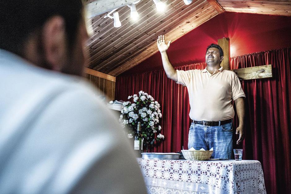 Creatief vaccineren in superdivers Brussel: 'Niet het vaccin maar God is de enige uitweg'