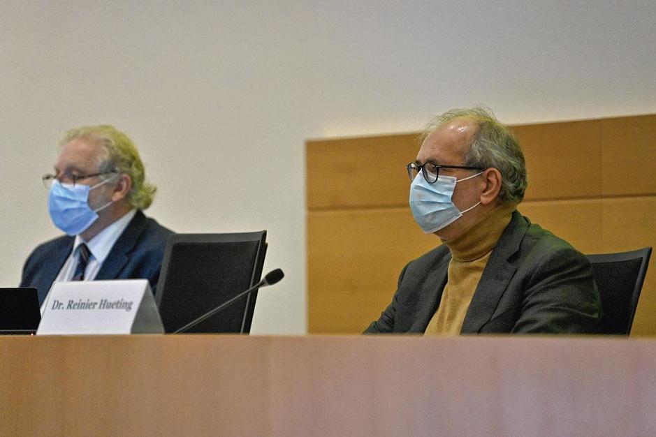 Covid: les politiciens busés par les médecins