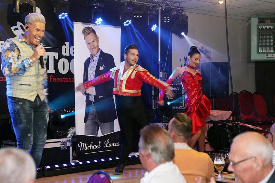 IN BEELD : Michael Lanzo stelt nieuwe single voor in Meulebeke