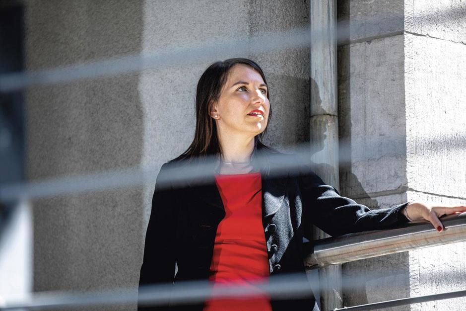 """Delphine Resteigne, sociologue: """"La cohésion à l'armée belge ne repose plus sur l'homogénéité"""""""