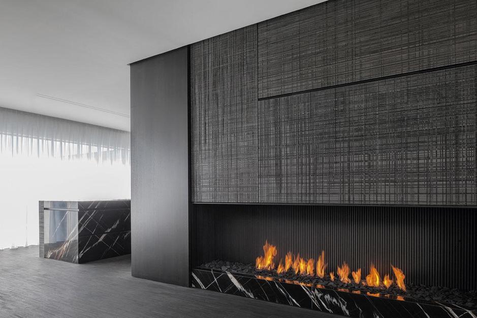 Off-black sluipt interieurwereld binnen: 'Zwart is een tint met een grote impact'