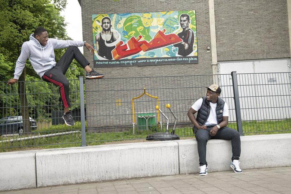 Naar de roots van Jérémy Doku: 'Op een dag wordt dit plein naar hem vernoemd'