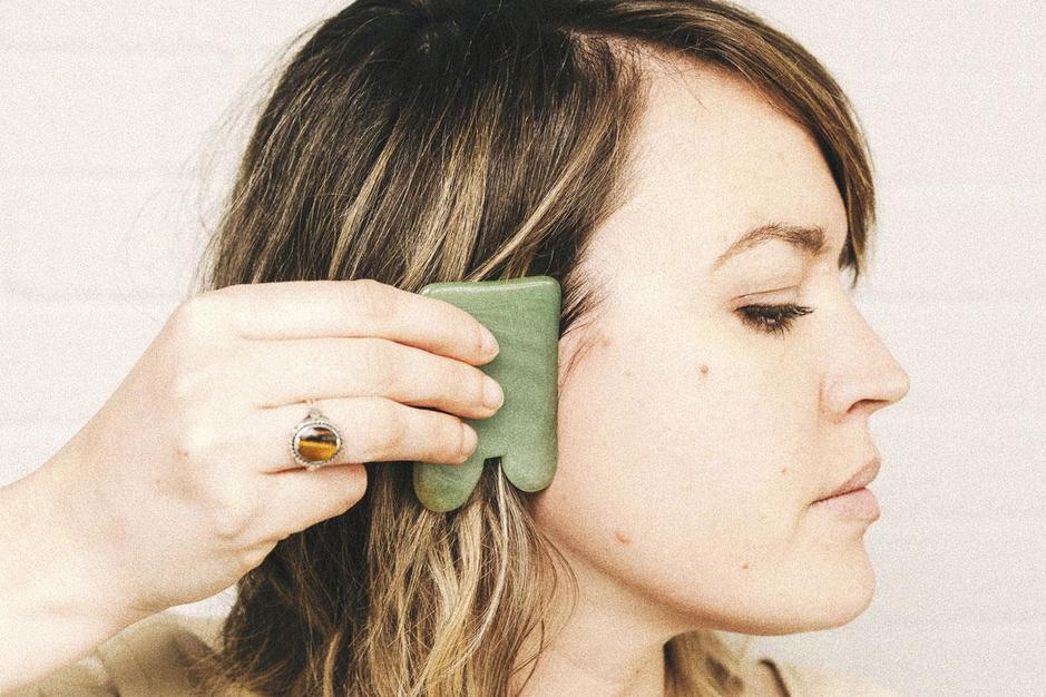 Zelfmassage met behulp van stenen of kristallen: zo werkt het