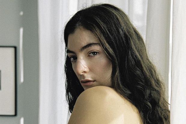 'Solar Power' van Lorde: bloemen in het haar, Mastercard binnen handbereik