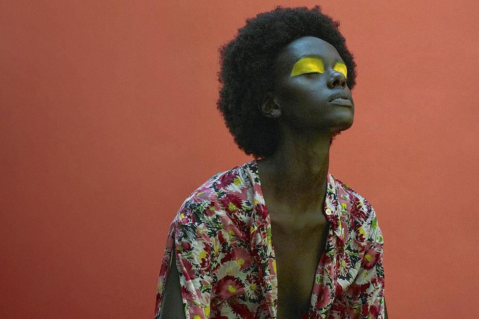 Mode brengt dit seizoen de uitersten: 'Kleur en vrolijke motieven zijn een vorm van escapisme'