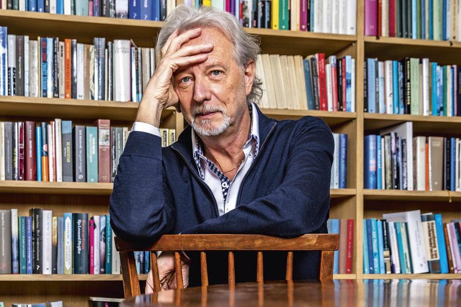 Schrijver Stefan Hertmans: 'Ik leef liever met een open hand dan met een gebalde vuist'
