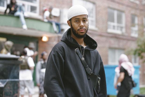 Spokenwordartiest Mustafa debuteert met een intieme folkplaat over de stadsjungle