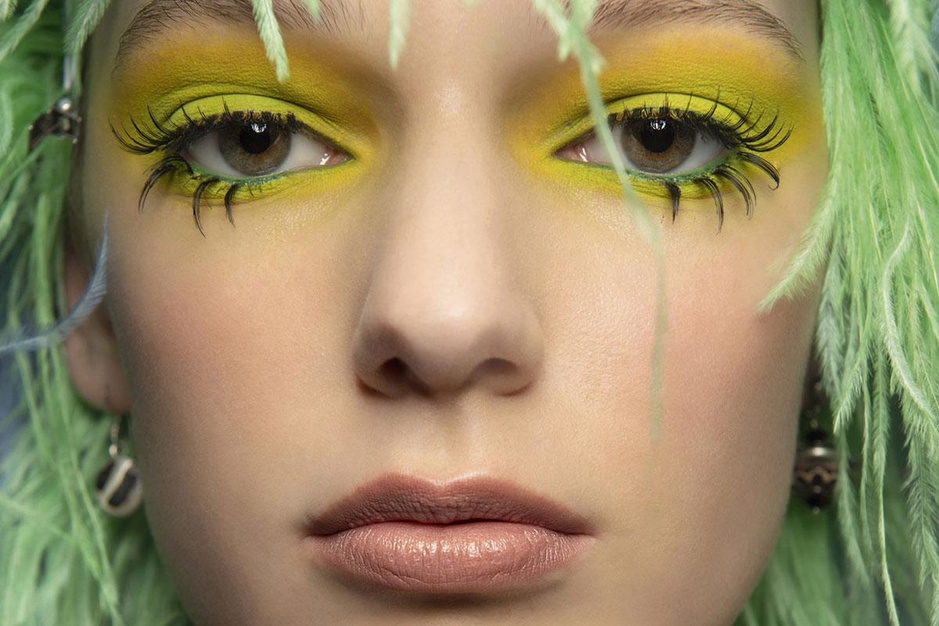 Maak het bont: de nieuwste make-uptrend heeft knaldrang