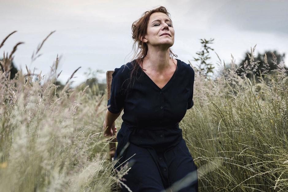 Elise Bundervoet, actrice én verpleegkundige: 'Op de palliatieve afdeling heb ik het gevoel dat ik echt leef'