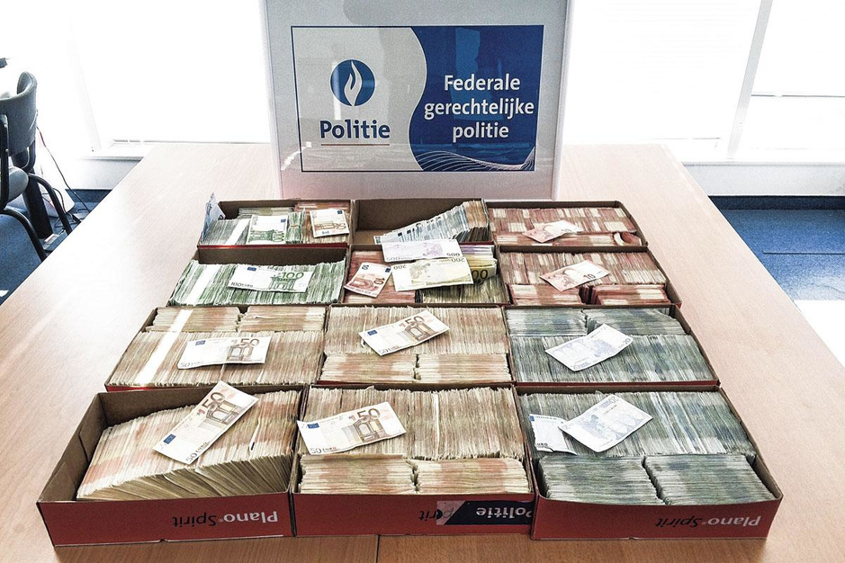 Plukteam politie Antwerpen: 'Havenarbeider had 1,2 miljoen cash in huis'