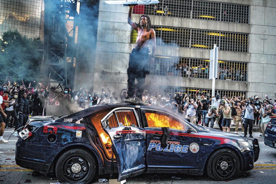 De Blauwe Muur: hoe de politiecultuur in de VS een vrijgeleide geeft voor geweld