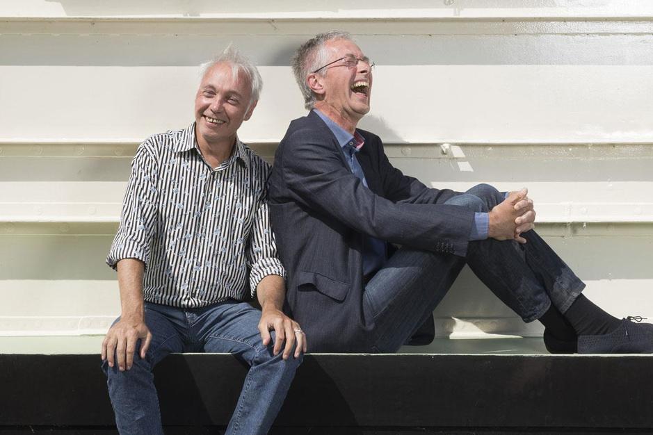 Patrick Riguelle en Jan Hautekiet eren het Franse lied: 'Wij verstaan de kunst van de zwans'