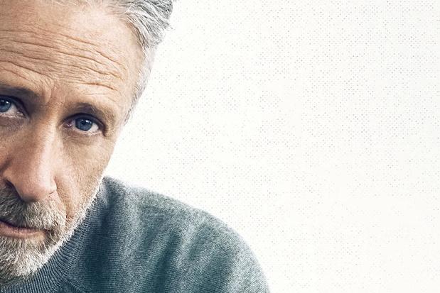 In 'The Problem With Jon Stewart' belandt de komiek eindelijk weer in de zetel van een talkshowhost