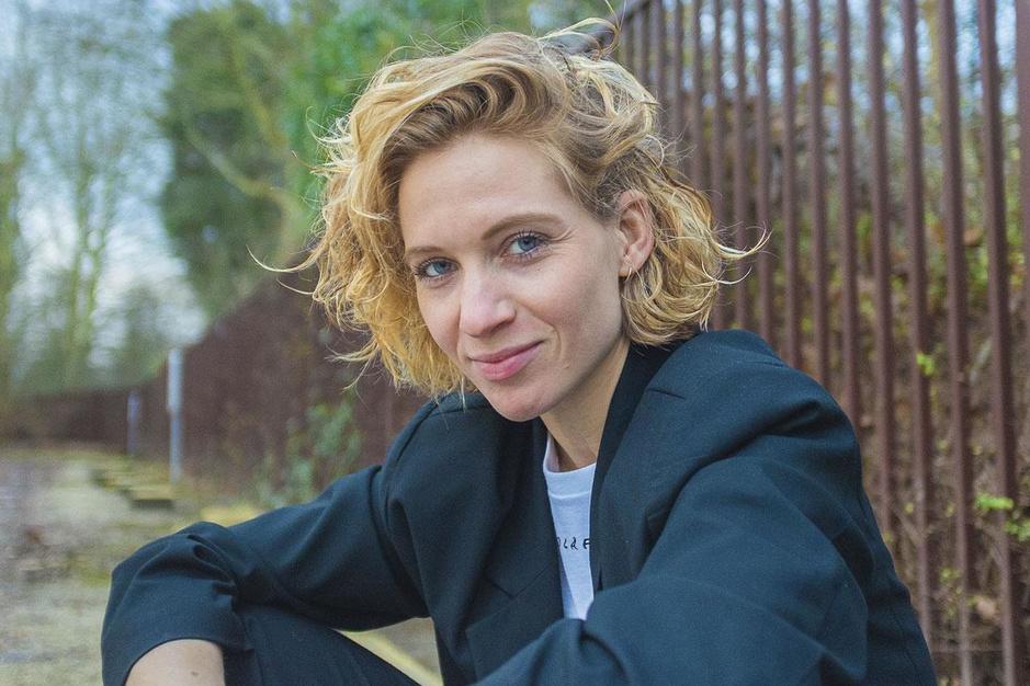 MNM-stem Dorianne Aussems leert afscheid nemen in webreeks 'Nu is ooit'
