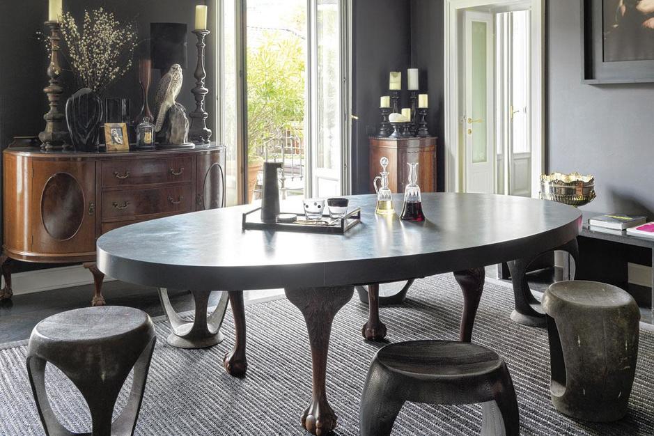Dark room: het Milanese palazzo van modeontwerper Neil Barrett