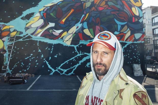 Matthias Schoenaerts maakt tegenbeeld voor Leopold II op streetartfestival in Oostende