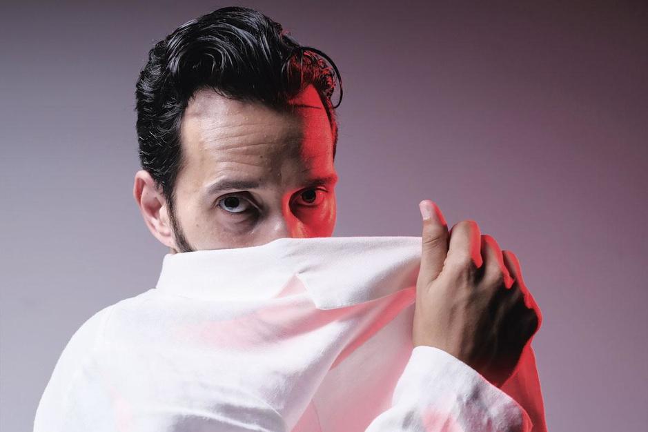 Rashif El Kaoui is een trotse bastaard: 'Grenzen vervagen, en uit die vloeibaarheid put ik hoop'