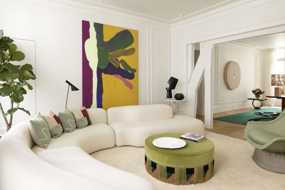 Toerist in eigen flat: binnenkijken in een Parijse pied-à-terre vol kunst en kleur