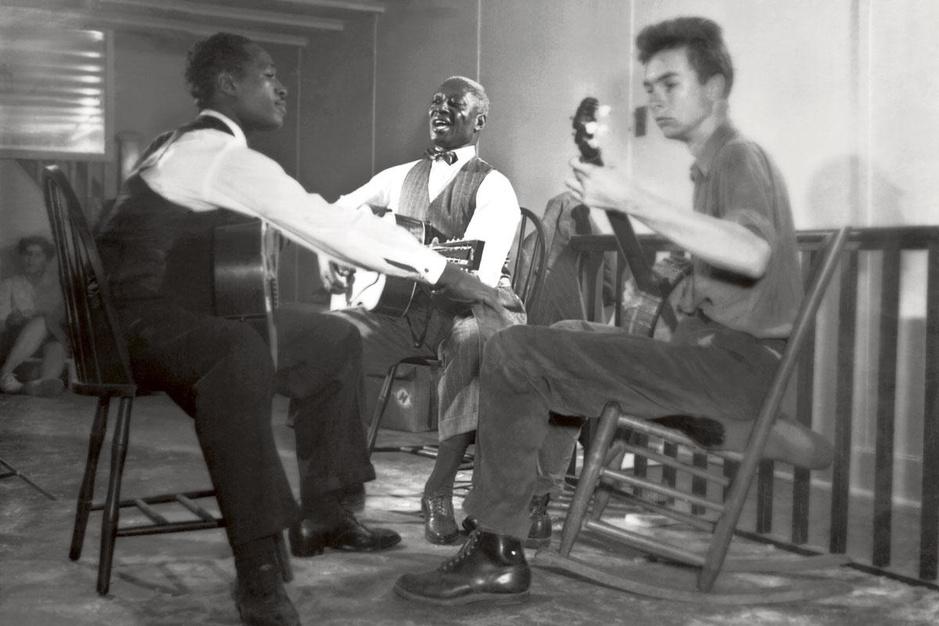 Hoe de FBI folkzangers Pete Seeger en Woody Guthrie decennialang intimideerde