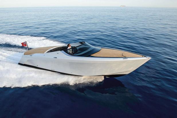 """Un """" speedboat """" Aston Martin à céder"""
