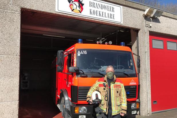 Brandweerzone Westhoek verdeelt mondsjaaltjes tegen corona voor brandweerlieden in wagens