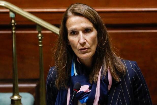 Minister Wilmès heeft verdachte symptomen en neemt niet fysiek deel aan Overlegcomité