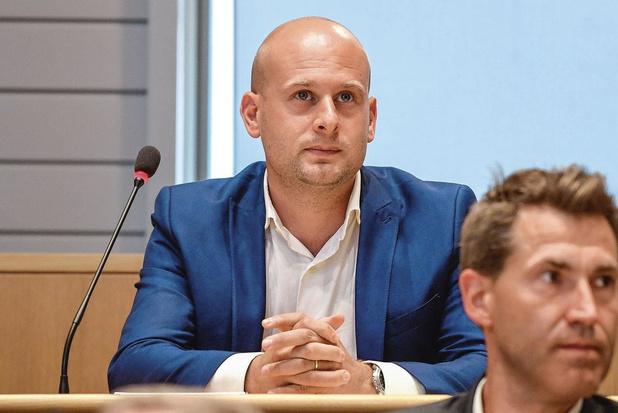 Politique à la loupe: un programme scolaire autour de l'entreprenariat, une proposition de Michaël Vossaert (DéFI)
