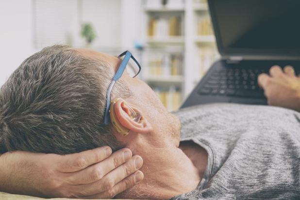 Audika biedt mensen met hoorapparaat gratis batterijen aan