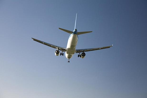 Vier op tien Belgen denken aan voetafdruk bij reizen