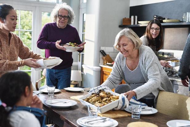 Covid: cohabiter entre générations peut tripler la mortalité des personnes âgées