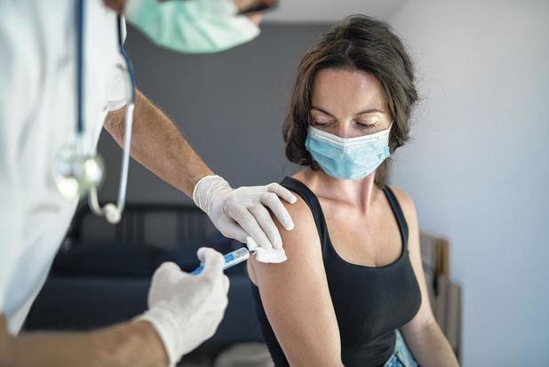 Langdurige covidklachten verbeteren na vaccinatie