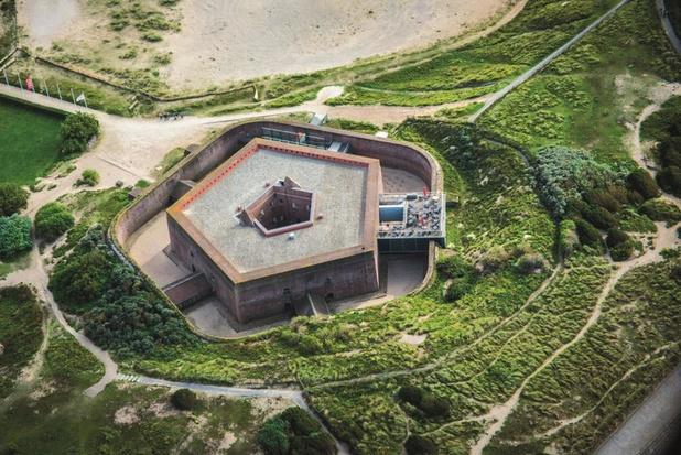 Metalband Brutus geeft optreden op dak Fort Napoleon