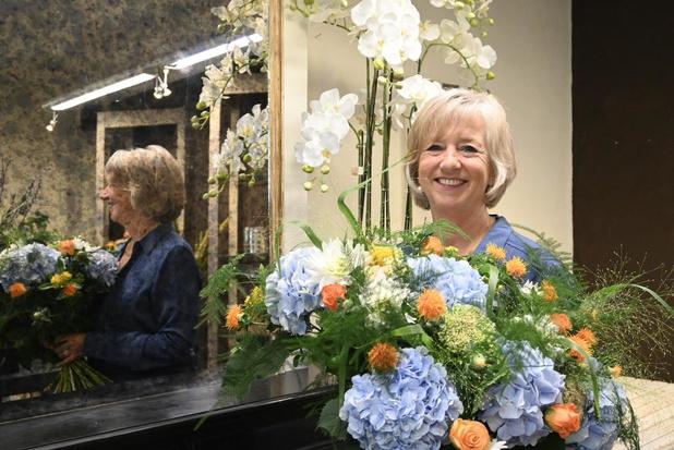 Katrien Desloover uit Veurne verkoopt haar laatste boeket