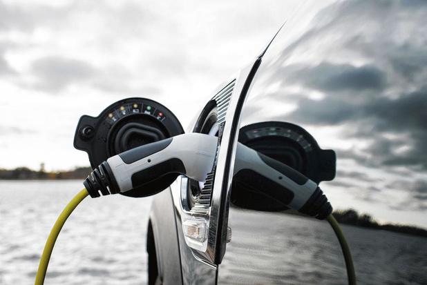 Rouler à l'électrique coûtera moins cher que rouler à l'essence ou au diesel dès 2025
