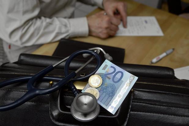 Les jeunes médecins flamands critiquent le système des certificats médicaux
