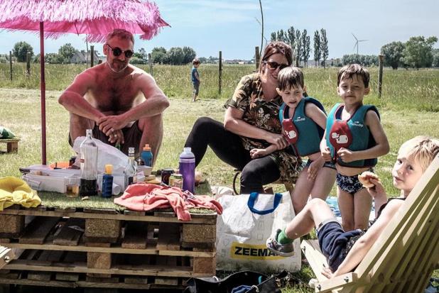 Picknick aan de waterkant aan de Schaduw