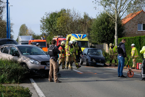 Zwaar ongeval in de Robert Vandammestraat, bestuursters gewond
