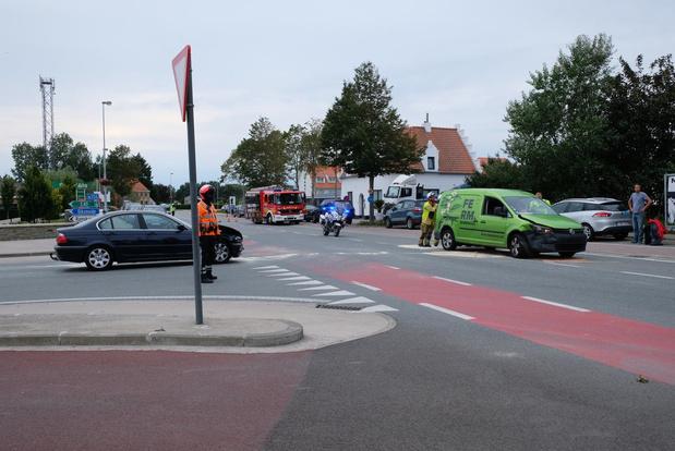 Zware botsing op kruispunt in Sint-Joris bij Nieuwpoort