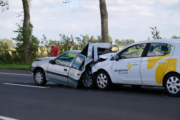 Geen gewonden bij hevige klap bij aanrijding in Veurne