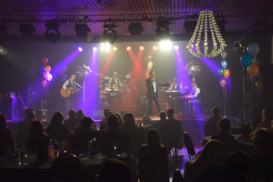 IN BEELD - Jo Vally hield verjaardagsconcert in Parike (Brakel)