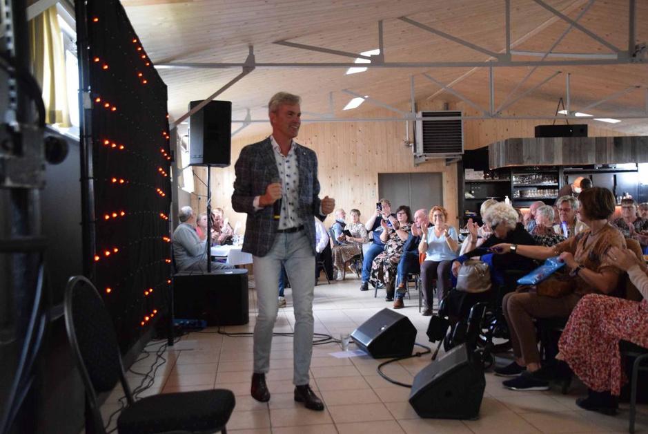 IN BEELD - Vlaamse lied centraal tijdens show David Callebert in Oostkamp