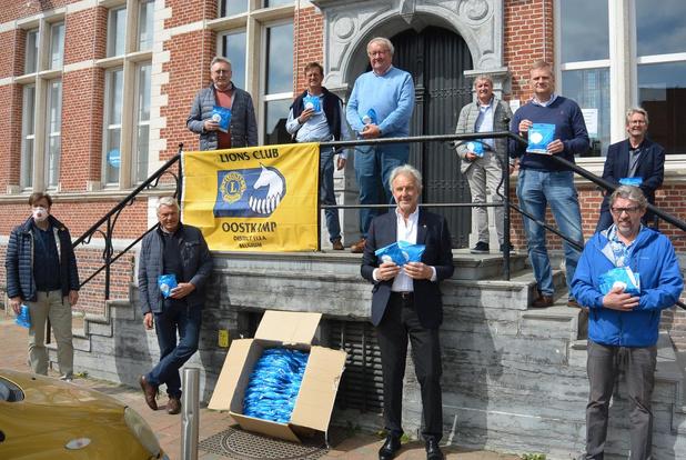 Lions Oostkamp schenkt professionele mondmaskers aan lokale zorgverleners