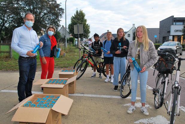 Drinkflessen om jongeren te stimuleren om fiets te nemen naar middelbare school