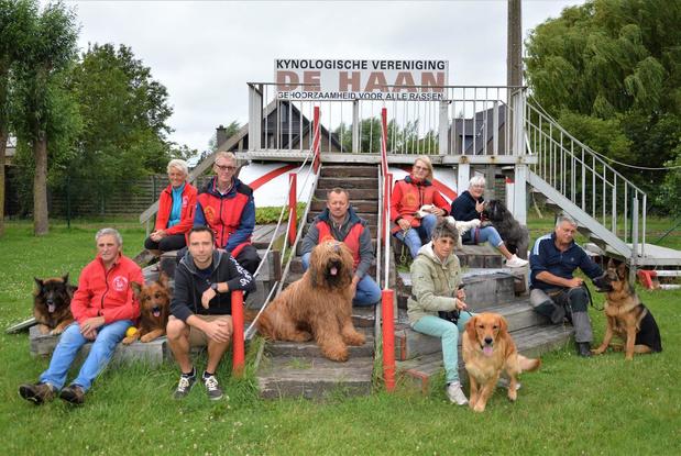 """Hondenschool KV De Haan krijgt nieuw clublokaal: """"Maar helaas komt er geen zee-honden-wandeling"""""""