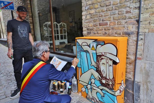 Kunstenaars geven elektriciteitskastjes kleurrijke make-over