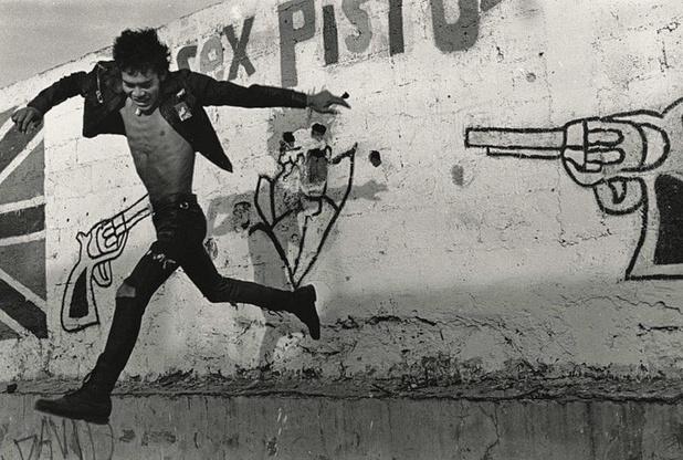 Volando bajo, Mexico, 1989, Pablo Ortiz Monasterio